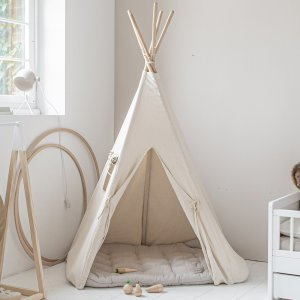 tipi speeltent uit canvas met houten stokken | off white | made by Petite Amélie